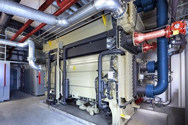 Blaue Energie: Blaue Kälte aus BHKW und Absorptionskälteanlage